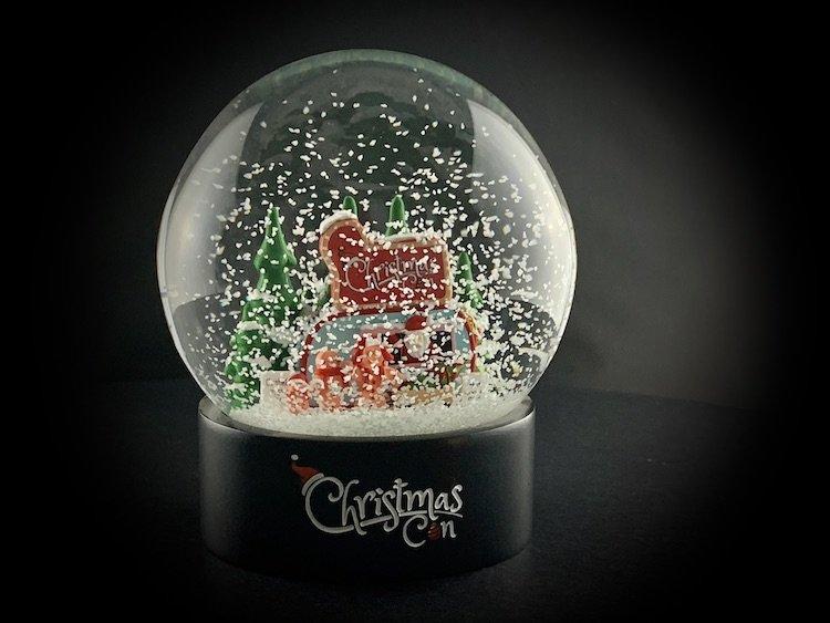 CHRISTMAS-CON-SNOW-GLOBE_6087