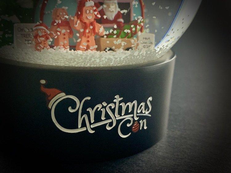 CHRISTMAS-CON-SNOW-GLOBE_6164